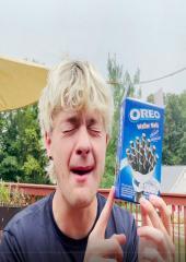 Trying Japanese Oreos